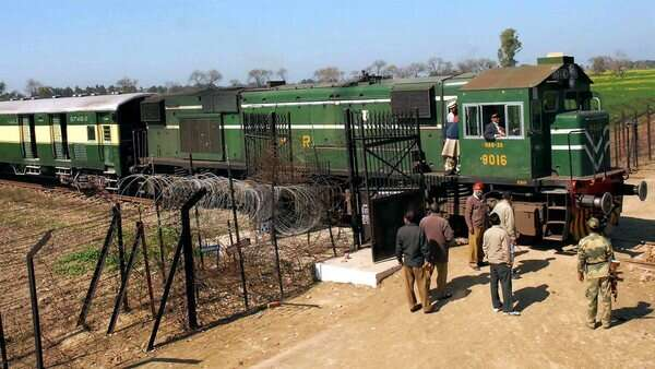 Kashmir issue: Pakistan suspends train service to India - News
