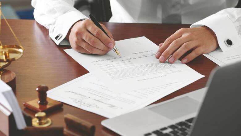 uae laws, dubai laws, hire lawyer in absence in uae