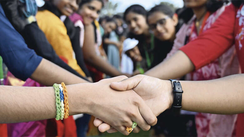 uae handshake record, abu dhabi