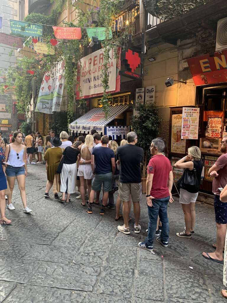 48 hours in Naples: A different side to bella Italia (https://images.khaleejtimes.com/storyimage/KT/20190727/ARTICLE/190729288/H2/0/Queues-outside-Gino-e-Toto-Sorbillo-pizzeria-in-Naples,-Italy-.jpg&MaxW=300&NCS_modified=20190730163209