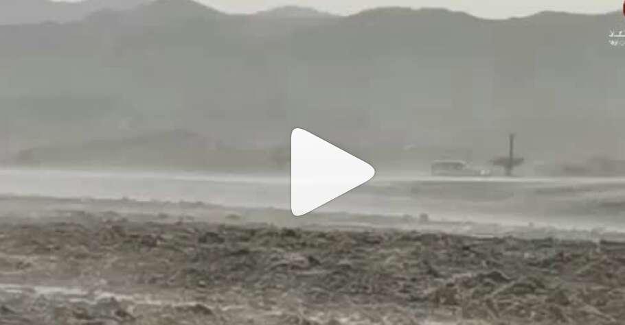 Video: Heavy rains lash parts of UAE on Thursday thumbnail