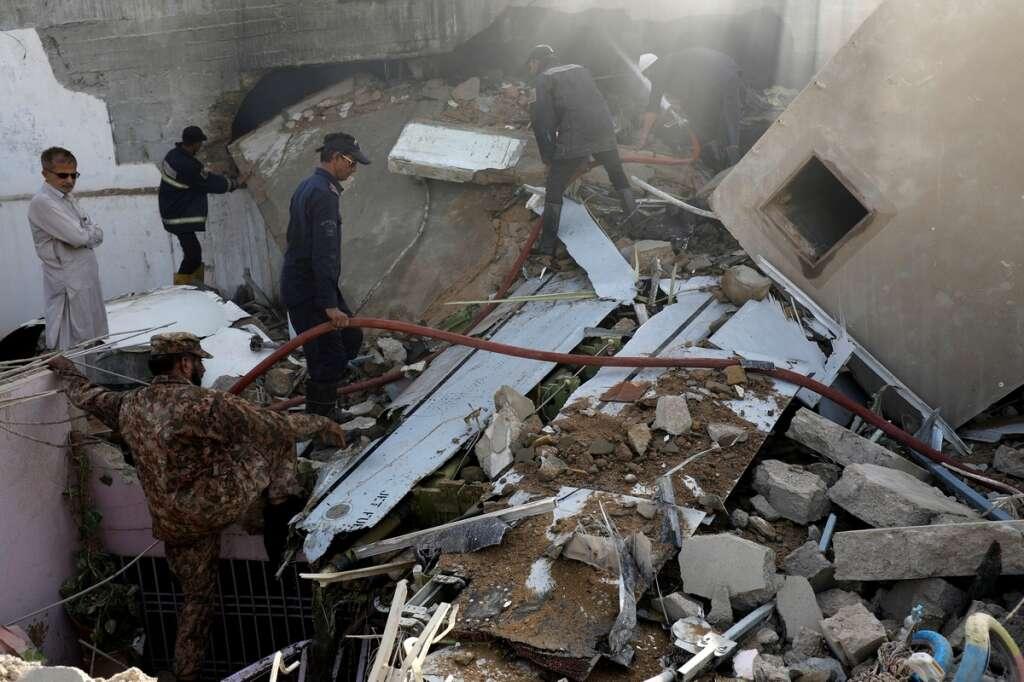 karachi, pia flight, plane crash, eid, flight 8303