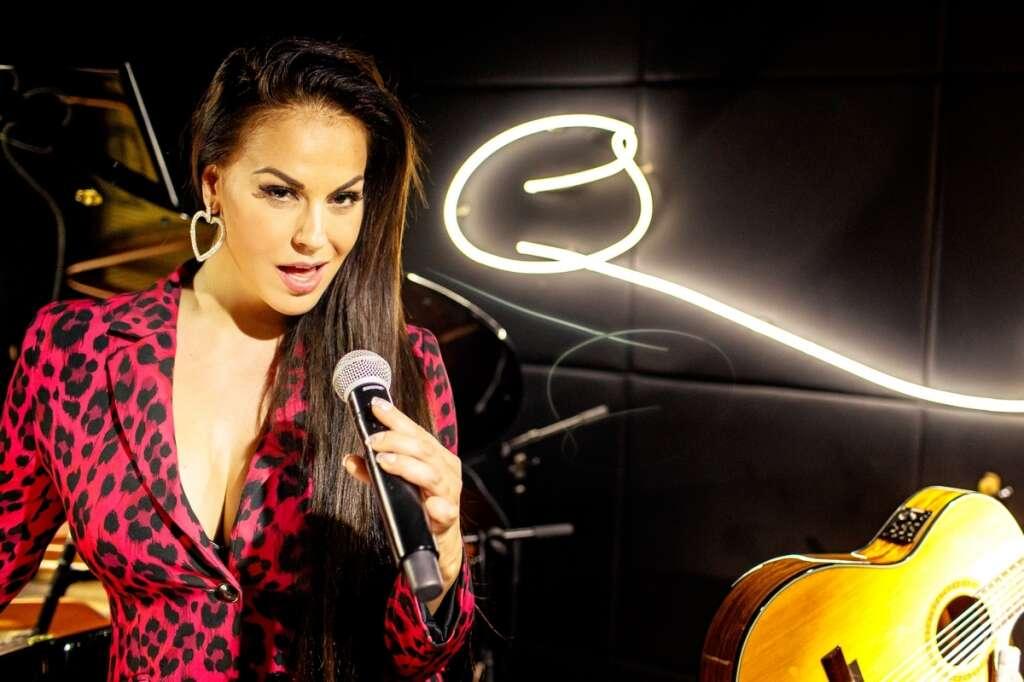 Spanish singer Nalaya is on fire at Qs Dubai