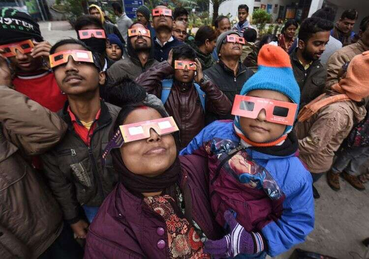 solar eclipse, india, people suffer vision loss